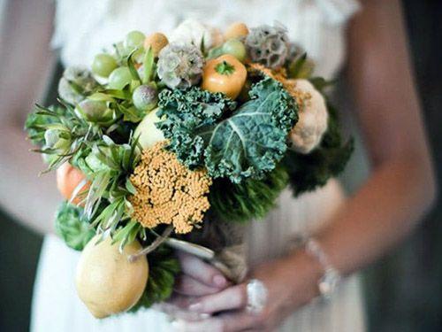 ramo hecho con frutas y verduras